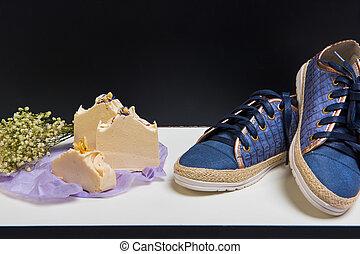 bouquet, chaussures, savon, arôme