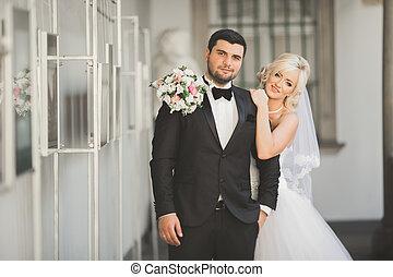 bouquet, couple, portrait mariage, récemment, heureux