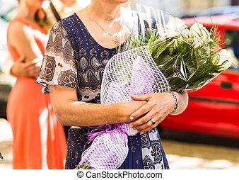 bouquet, femme aînée, fleurs