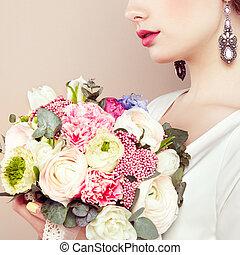 bouquet, fleurs, femme, elle, mains