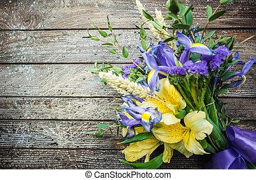 bouquet, fleurs pourpres, jaune