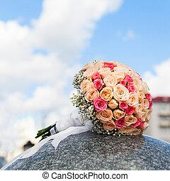 bouquet mariage, de, jaune, et, roses roses