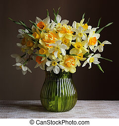 Bouquet of daffodils in a glass vase.