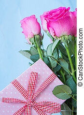 Bouquet of pink roses in vase with