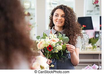 bouquet, regarder, tenue, fleuriste, gai, miroir, femme, fleur