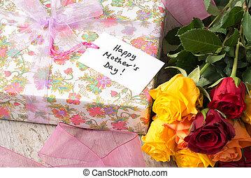"""bouquet roses, présent, et, a, """"happy, mère, day"""", carte"""