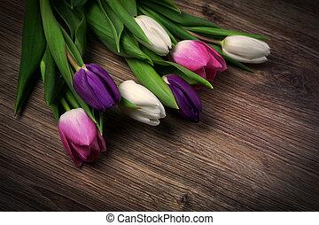 bouquet, tulipes, bois
