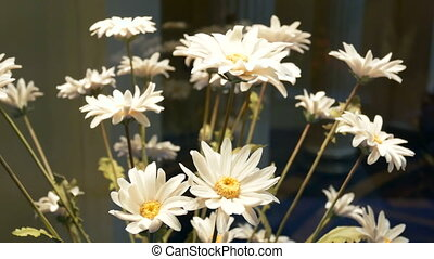 Bouquet white flower glass - Bouquet of white flowers in a...