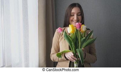 bouquetten, tulpen, meisje, mooi, thuis