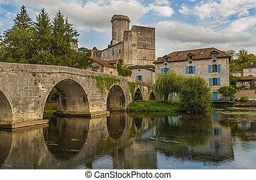 The Ch?teau de Bourdeilles is a castle located in the commune of Bourdeilles in the Dordogne d?partement in France.