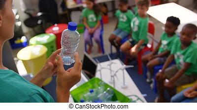 bouteille, classe, sur, femme, recycler, schoolkids, caucasien, 4k, prof, enseignement