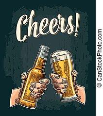 bouteilles, bière, verre., tenant mains, tintement, mâle, ouvert