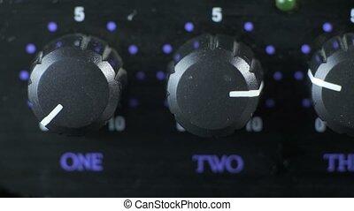 bouton, tourner, amplificateur, doigts, casque, mâle