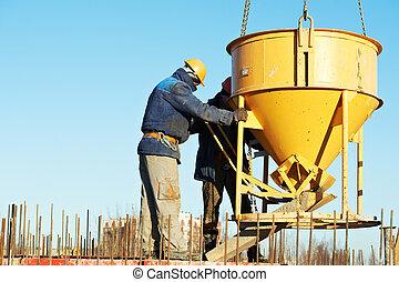 bouwpersoneel, gieten, beton, in, vorm