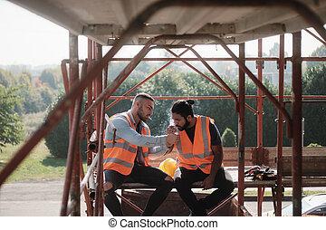 bouwpersoneel, rokende sigaret, en, klesten, op, breken