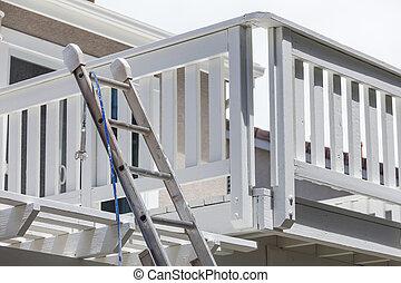 bouwsector, ladder, en, schilderij, slang, leunend, woning, dek