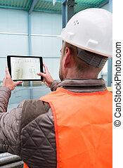bouwsector, supervisor, met, digitaal tablet, op, bouwterrein