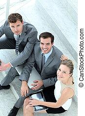 bovenleer, aanzicht, van, handel team, zittende , in, trap