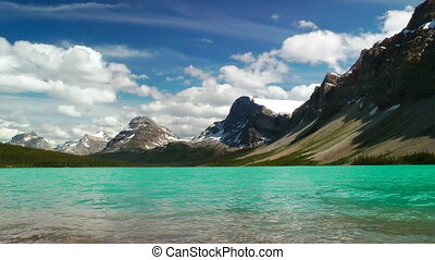 Bow Lake and Crowfoot Mountain - Bow Lake in the Canadian...