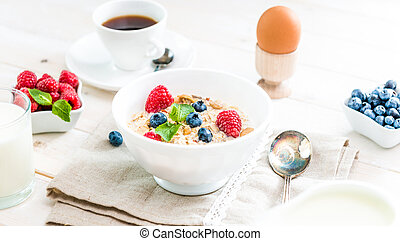 bowl of cornflakes with berries