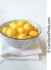 Bowl of pattypan squash in a bowl