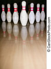 Bowling bolus row reflexion on wooden floor - Bowling bolus...