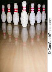 Bowling bolus row reflexion on wooden floor - Bowling bolus ...
