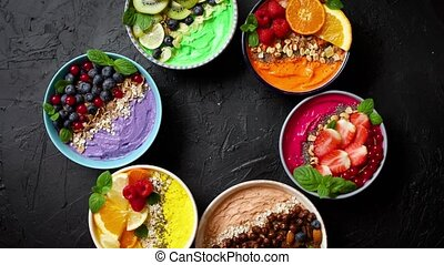 bowls., chia, ou, divers, fraises, yogourts, kiwi, mûres,...