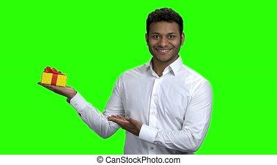 box., cadeau, indien, présentation, sourire, type