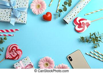 boxas, lägenhet, gåva, utrymme, candies, text, blå, gerbera, blomningen, bakgrund., lägga, komposition