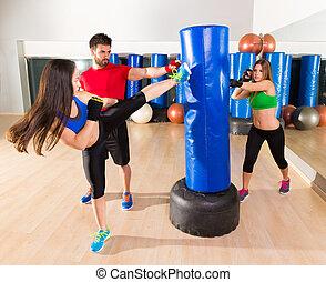 Boxing aerobox women group personal trainer