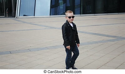 boy 7 - 8 years in sunglasses - baby boy 7 - 8 years in a...