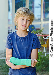 boy with cast on right hand