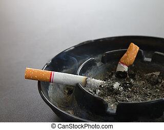 brännande, askkopp, cigarett, närbild, röka, bord