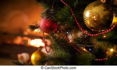 brûlé, métrage, arbre, contre, babiole, closeup, 4k, pendre, cheminée, noël, rouges