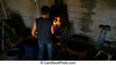 brûler, fer cheval, femme, metalsmith, 4k, chauffage