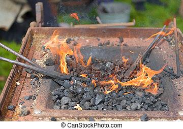 brûler, forgeron, charbons