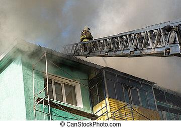 brûler, résidentiel, pompiers, haut-ascension, toit, éteindre, bâtiment., escalier, vue dessus