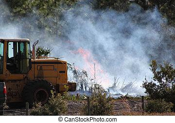 brûlure commandée, -, fumée, déménageur terre