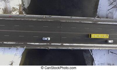 Brücke, Boden, es ist, Oberseite, Fahrzeuge, schneien, Bewegen, strömend, Fluß, Ansicht