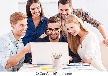 brainstorm., muntre, gruppe, folk branche, laptop, sammen,...