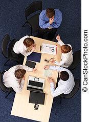 brainstorming, -, fünf, geschäftsmenschen, versammlung