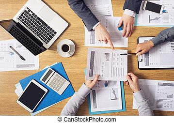 brainstorming, handlowy zaludniają