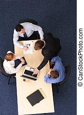 brainstorming, -, vier, geschäftsmenschen, versammlung