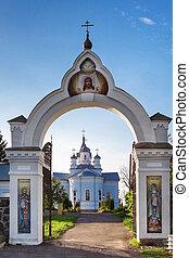 brama otwarta, kościół