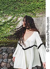 branca, cacheados, vestido, longo, mulher, luz, cabelo