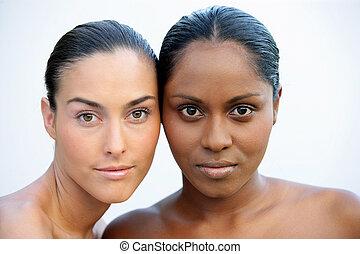 branca, pretas