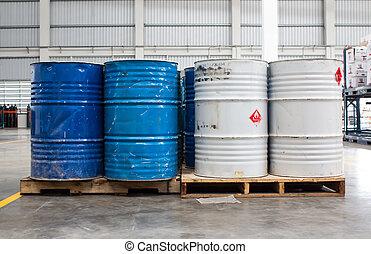 branca, recipiente, azul, tambores, ligado, um, industrial, armazenamento, local