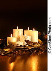 branca, velas, com, folha ouro, guirlanda