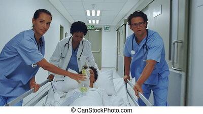 brancard, équipe, urgence, couloir, lit hôpital, pousser, monde médical